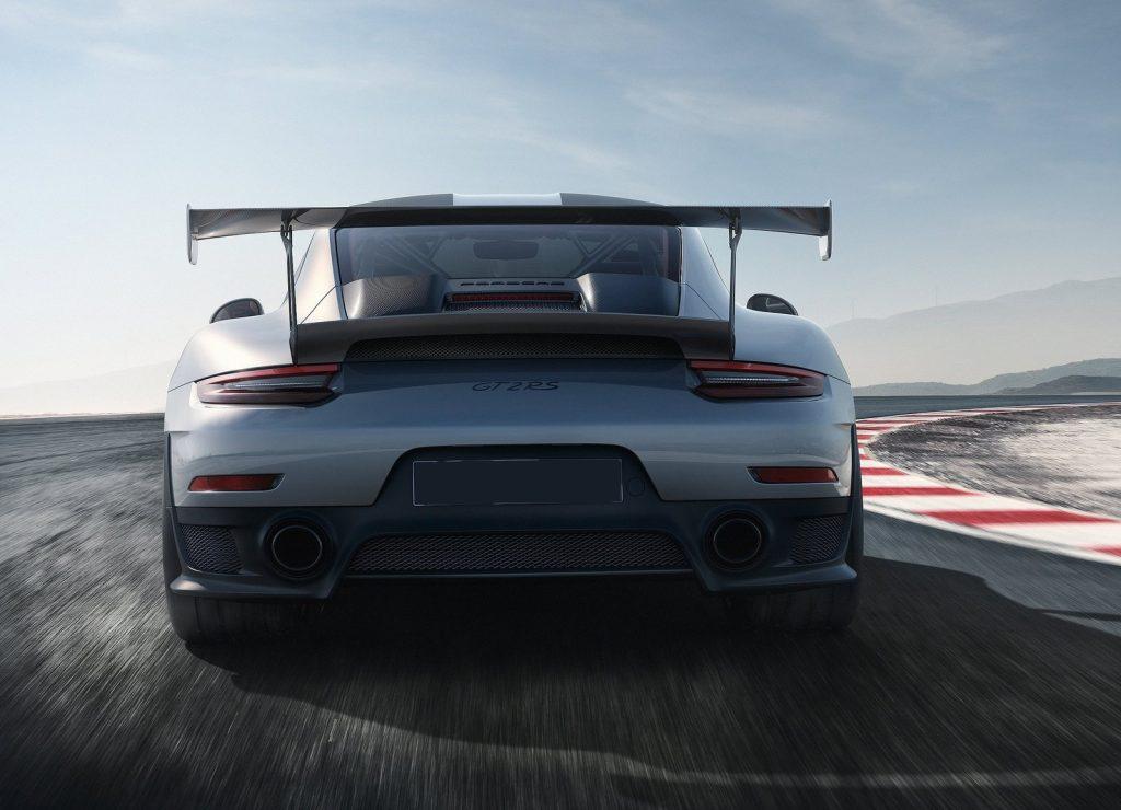 Porsche 911 GT2 RS 2017, вид сзади