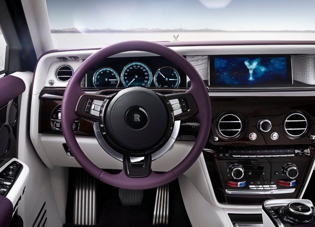 Rolls-Royce Phantom 8, передняя панель