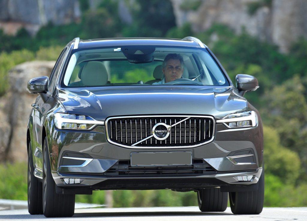 Volvo XC60 2017, вид спереди