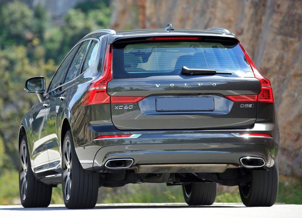 Volvo XC60 2017, вид сзади