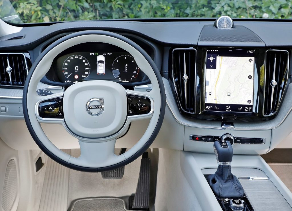 Новый Volvo XC60, передняя панель