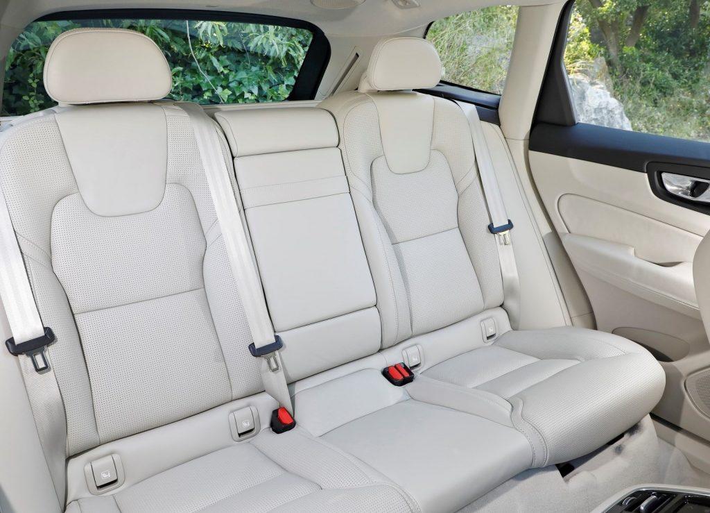 Volvo XC60 2017, задние сиденья