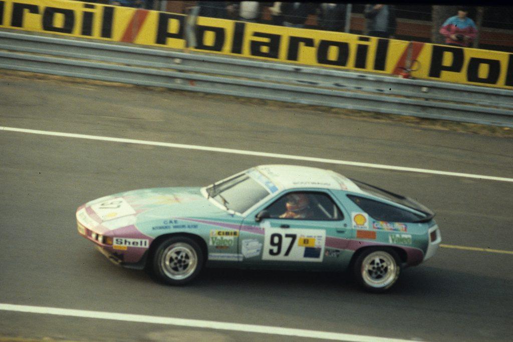 Гоночный Porsche 928 в Ле-Мане