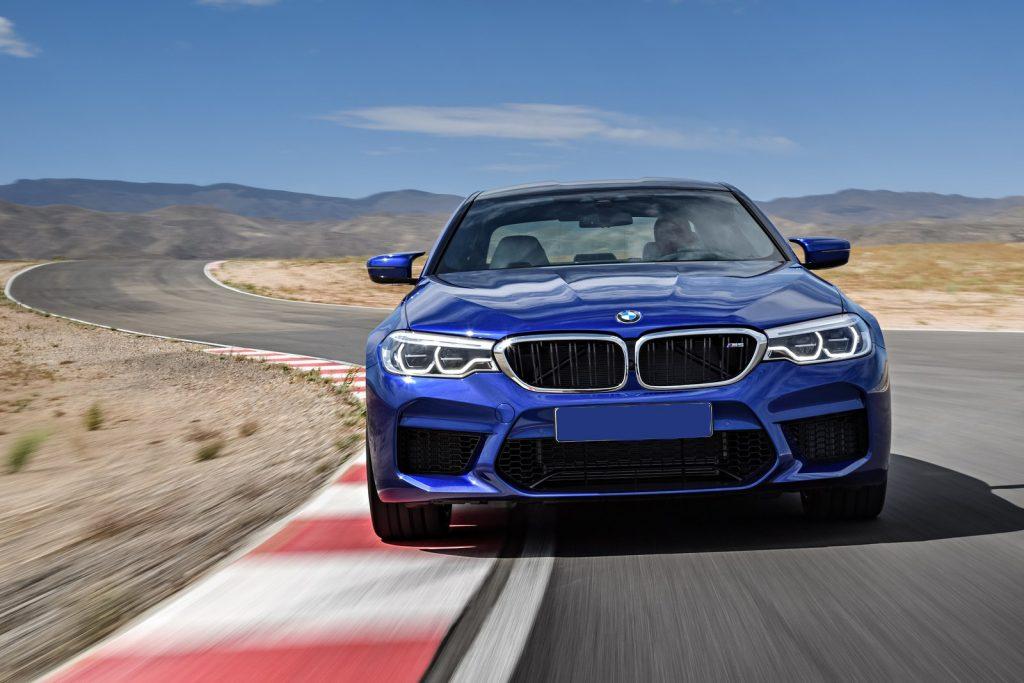 BMW M5 2018, вид спереди