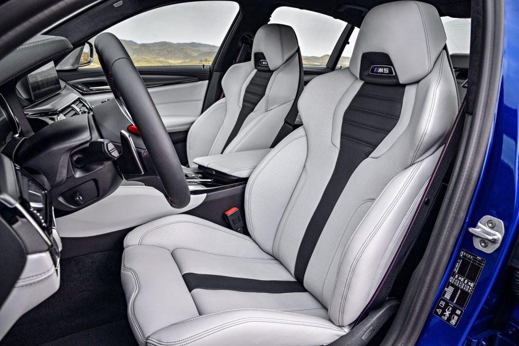 BMW M5 2018, передние сиденья
