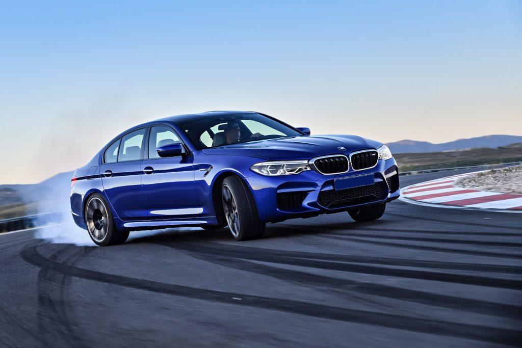 BMW M5, вид на переднюю диагональ