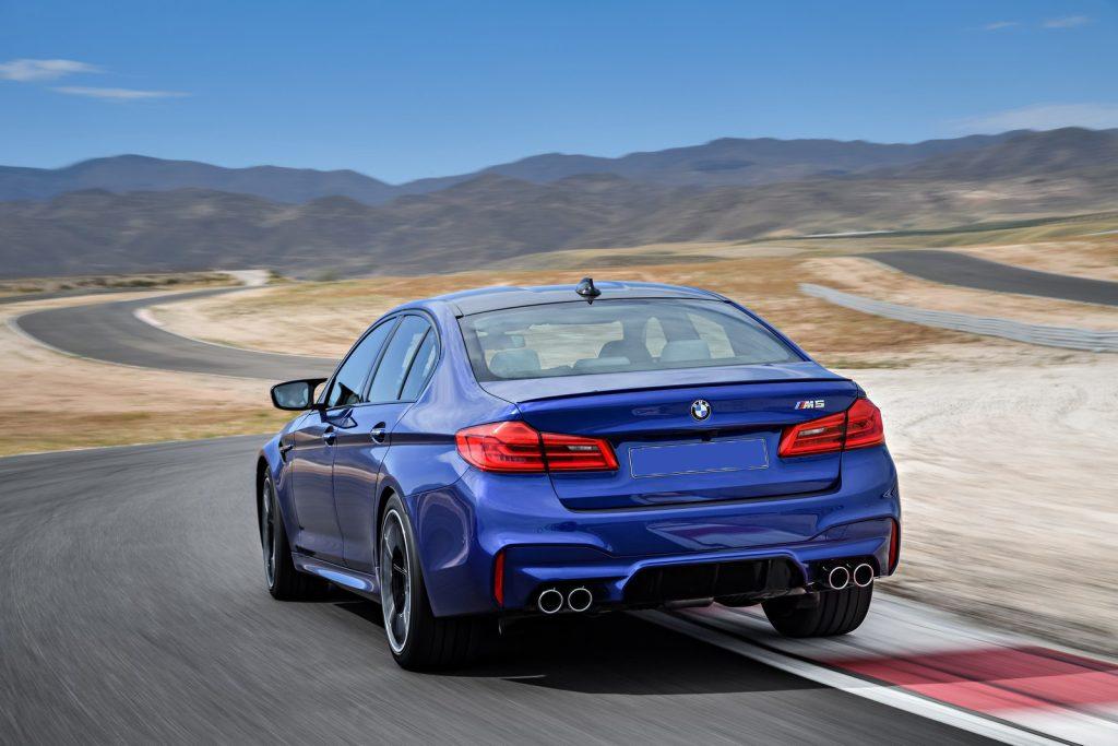 BMW M5, вид сзади