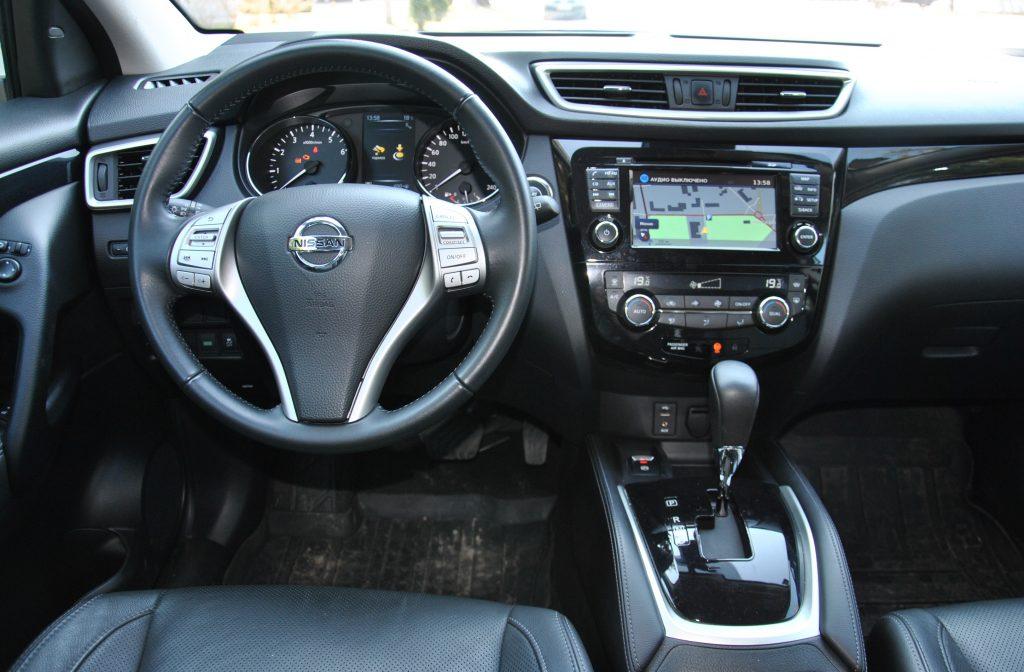 Nissan Qashqai 2017, передняя панель