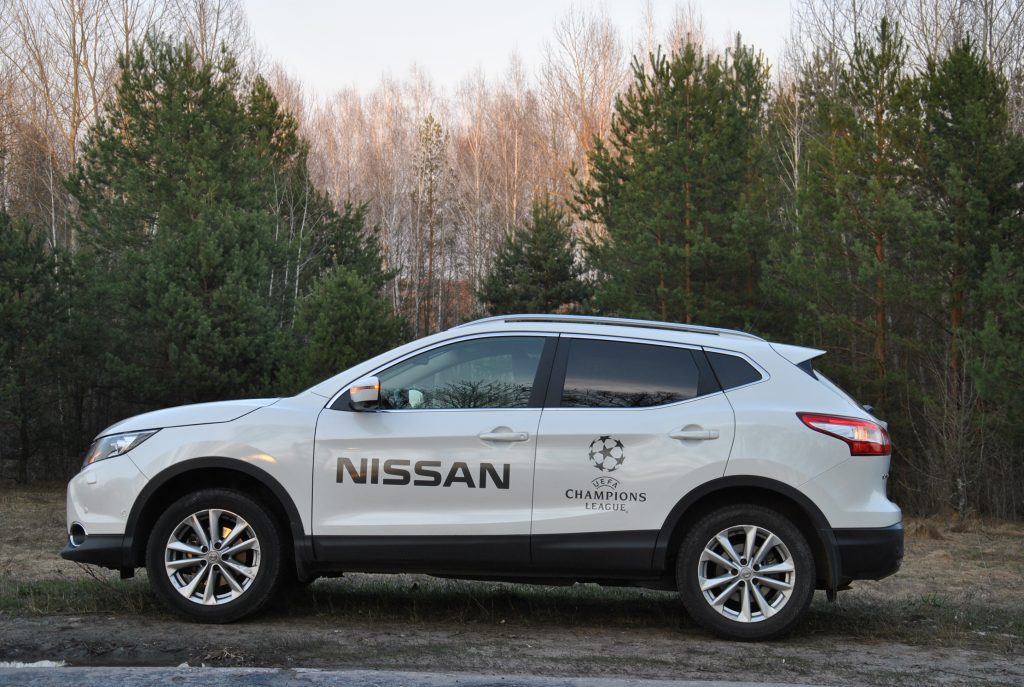 Nissan Qashqai, вид сбоку