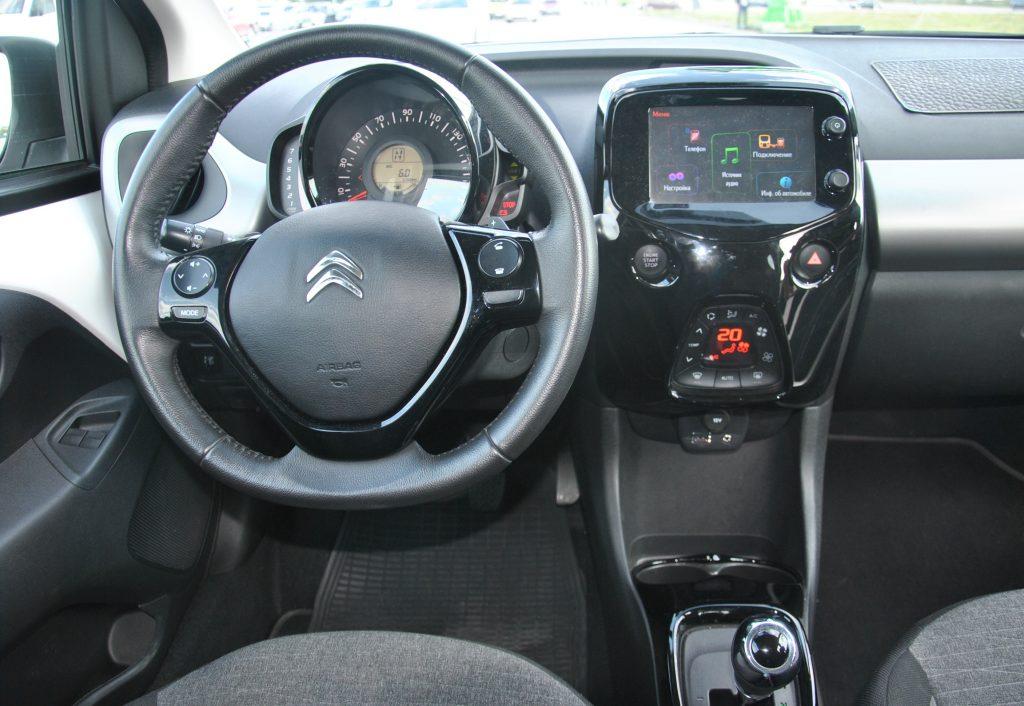 Новый Citroen C1, передняя панель