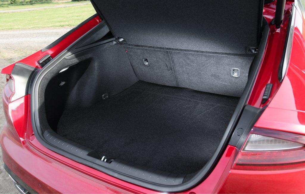 Новый Kia Stinger, багажник