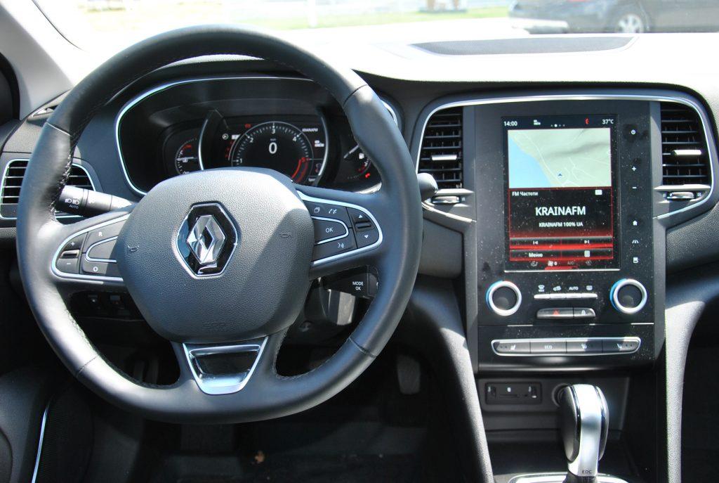 Седан Renault Megane Sedan, передняя панель