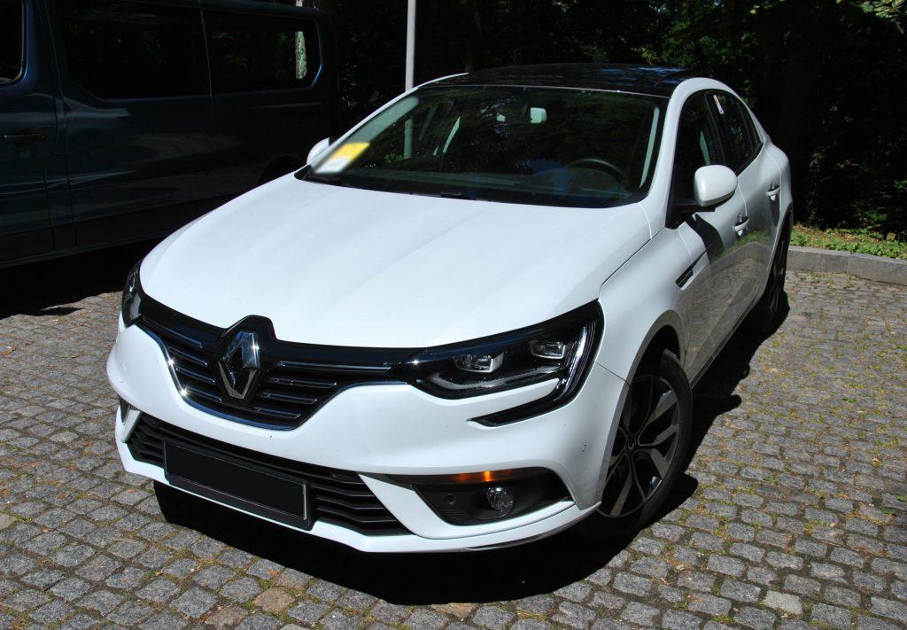 Renault Megane Sedan, вид на переднюю диагональ