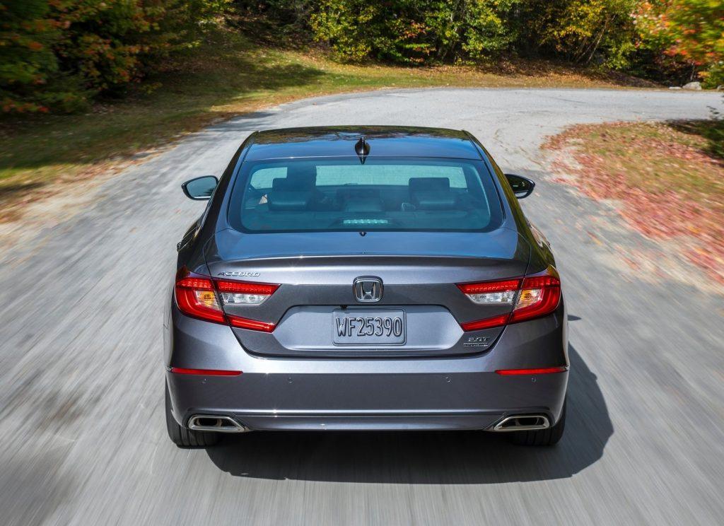 Honda Accord 2018, вид сзади