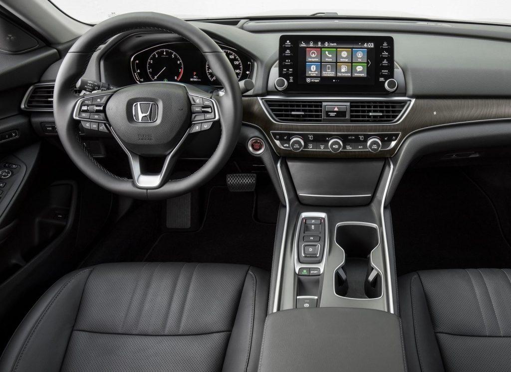 Новый Honda Accord, передняя панель