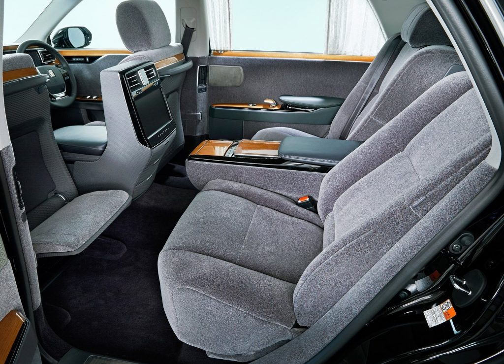 Toyota Century, задние сиденья