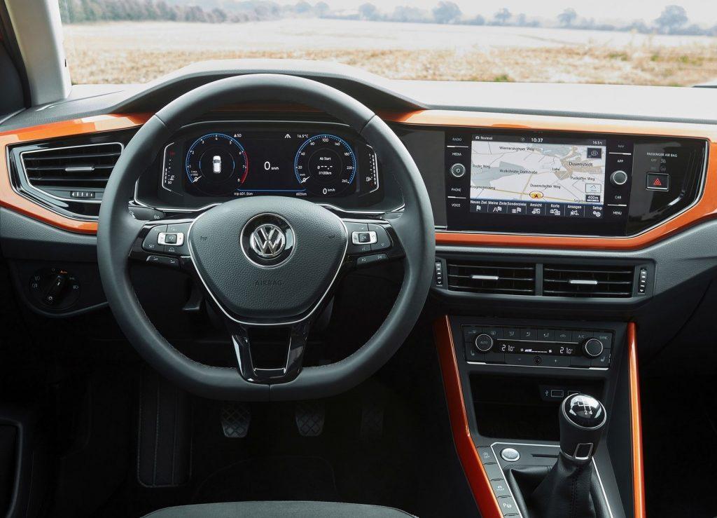 Volkswagen Polo, передняя панель