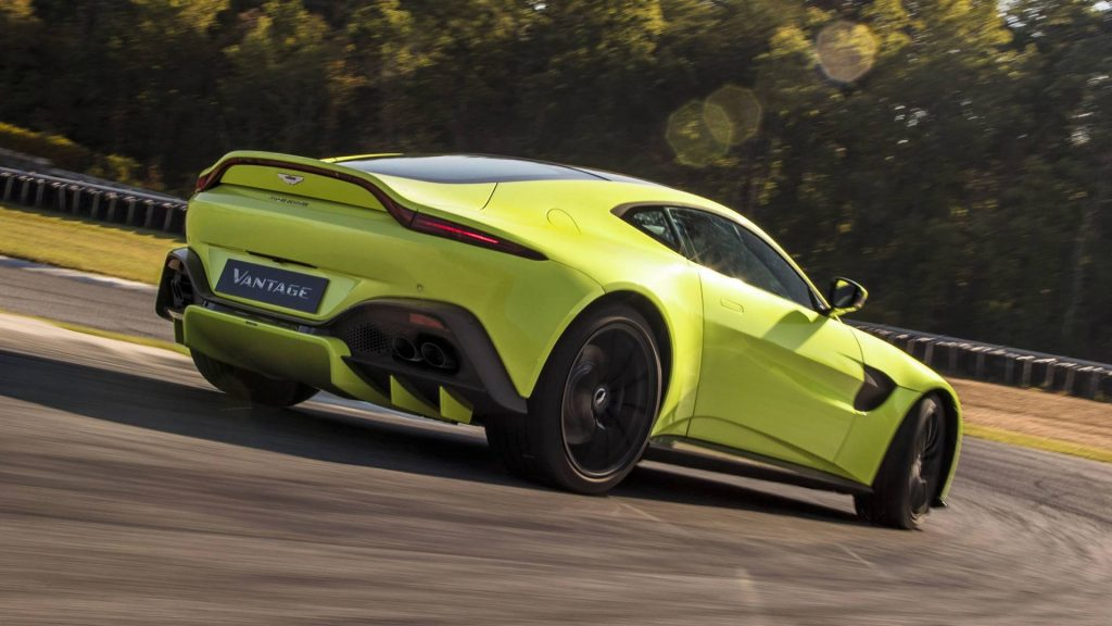 Aston Martin Vantage 2018, вид сзади