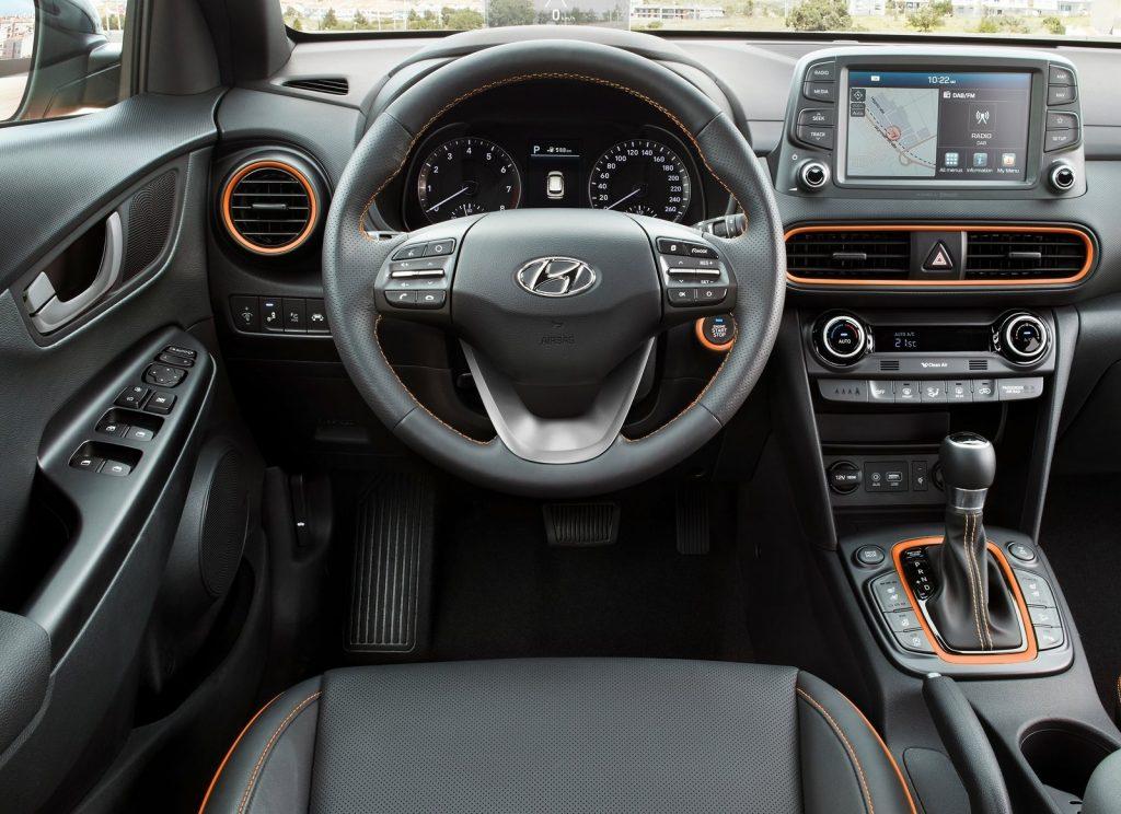 Hyundai Kona 2017, передняя панель