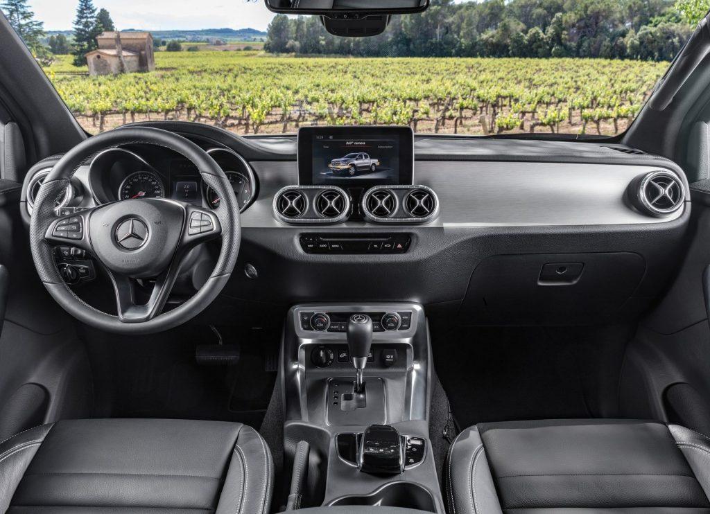 Mercedes-Benz X-Class 2017, передняя панель