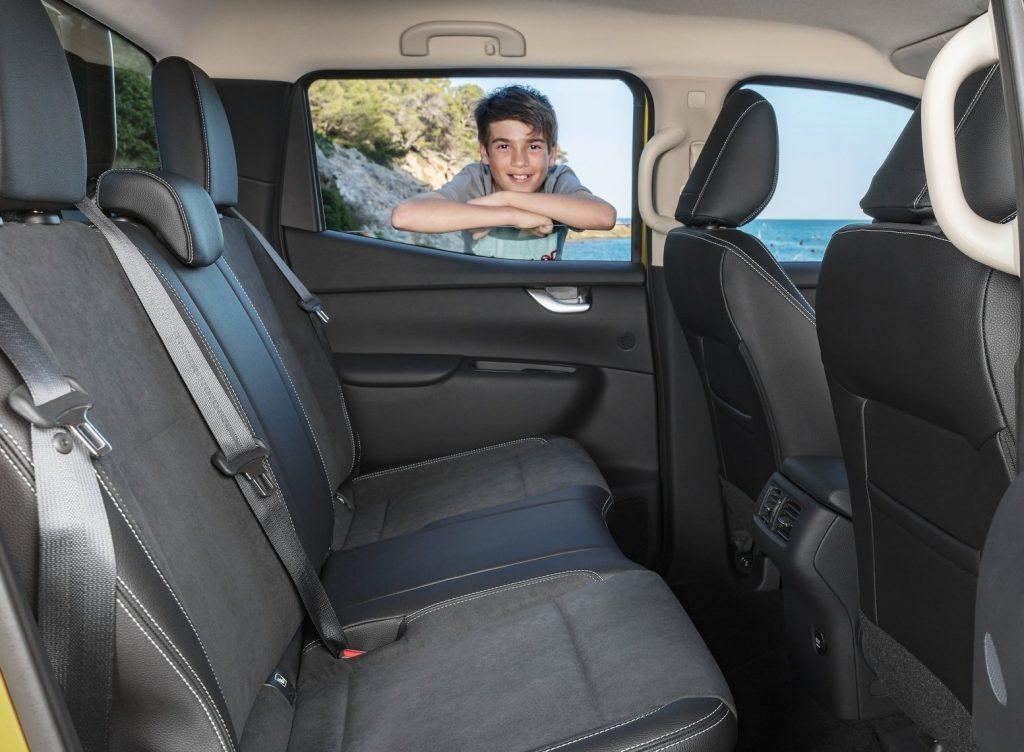 Mercedes-Benz X-Class, задние сиденья