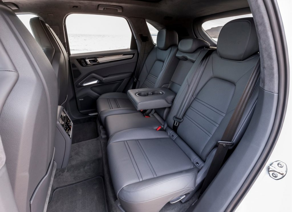 Porsche Cayenne, задние сиденья