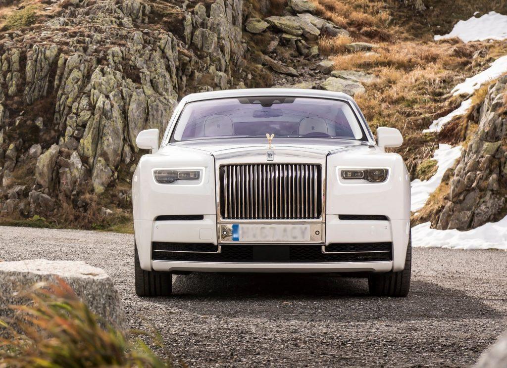 Rolls-Royce Phantom 2017, вид спереди