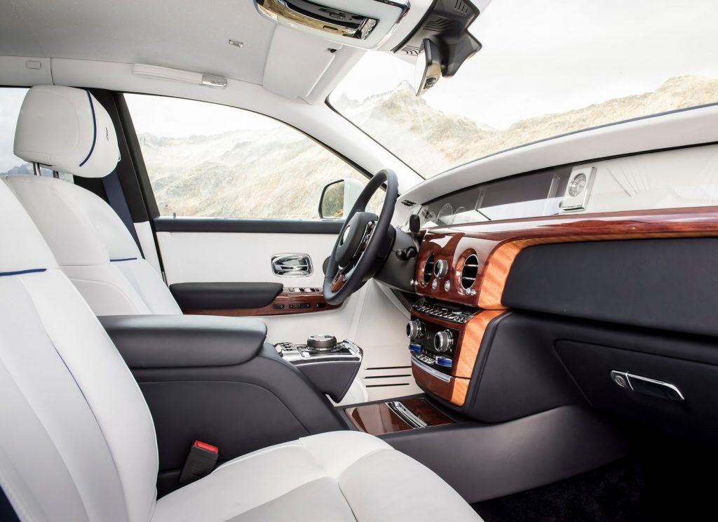 Rolls-Royce Phantom, передние сиденья