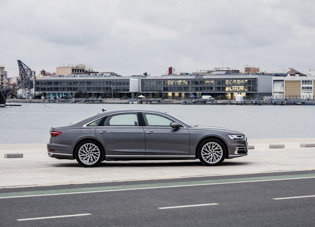 Audi A8 2018, вид сбоку