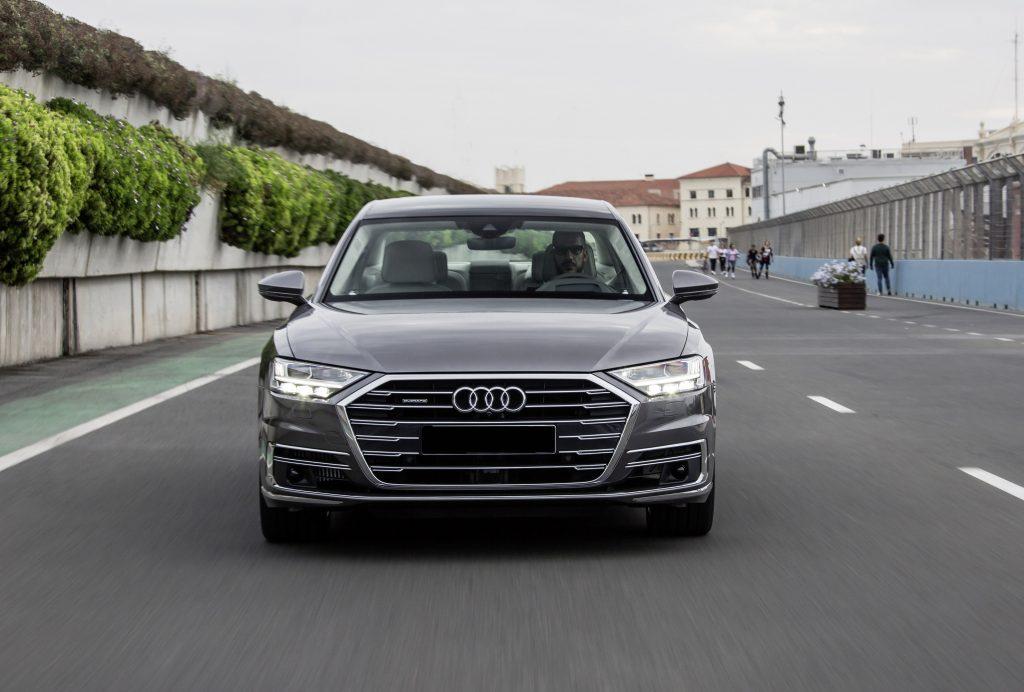 Audi A8 2018, вид спереди
