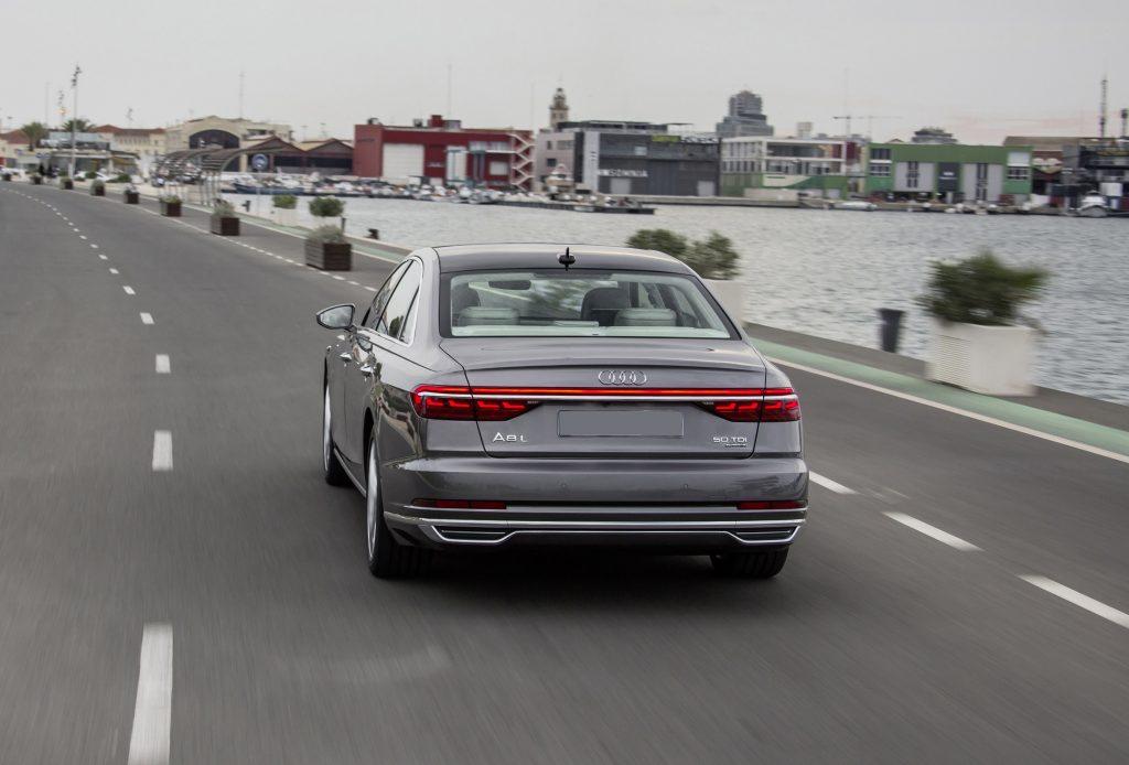 Audi A8 2018, вид сзади