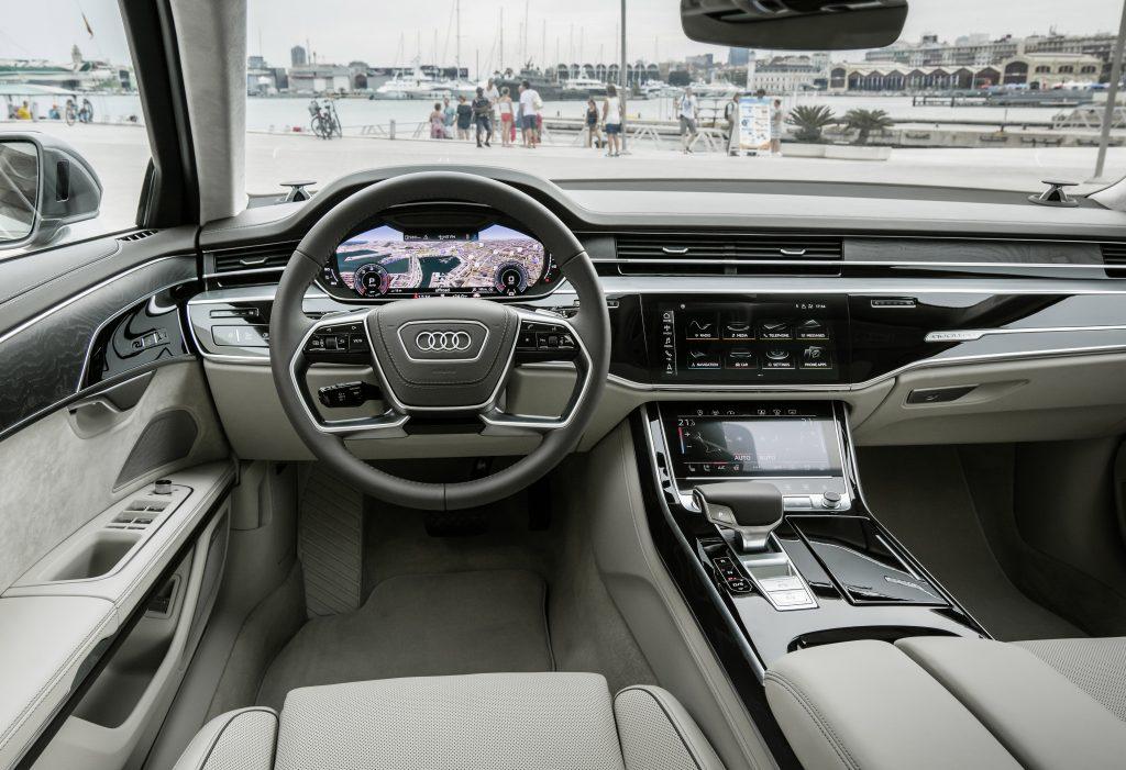 Новый Audi A8, передняя панель