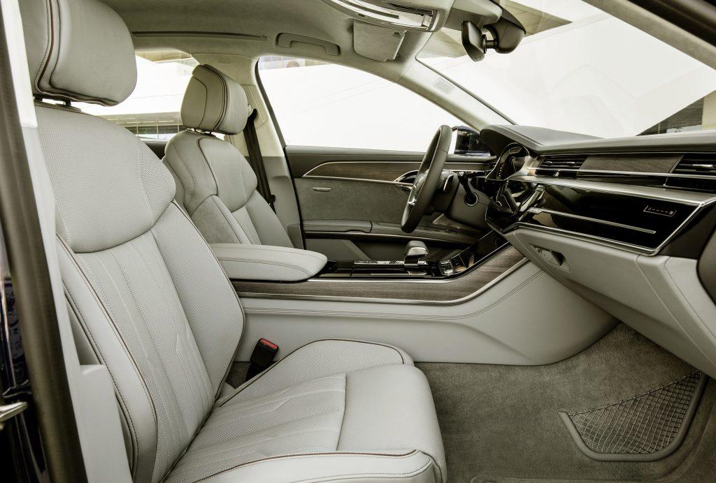 Audi A8, передние сиденья