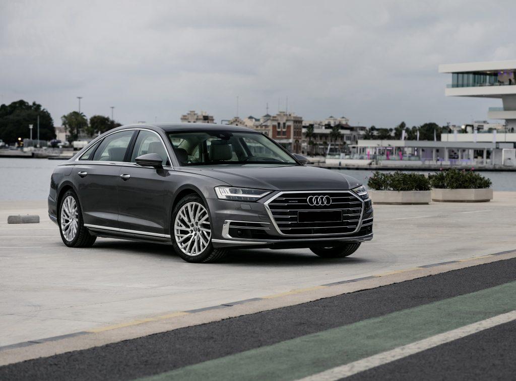 Audi A8, вид на переднюю диагональ