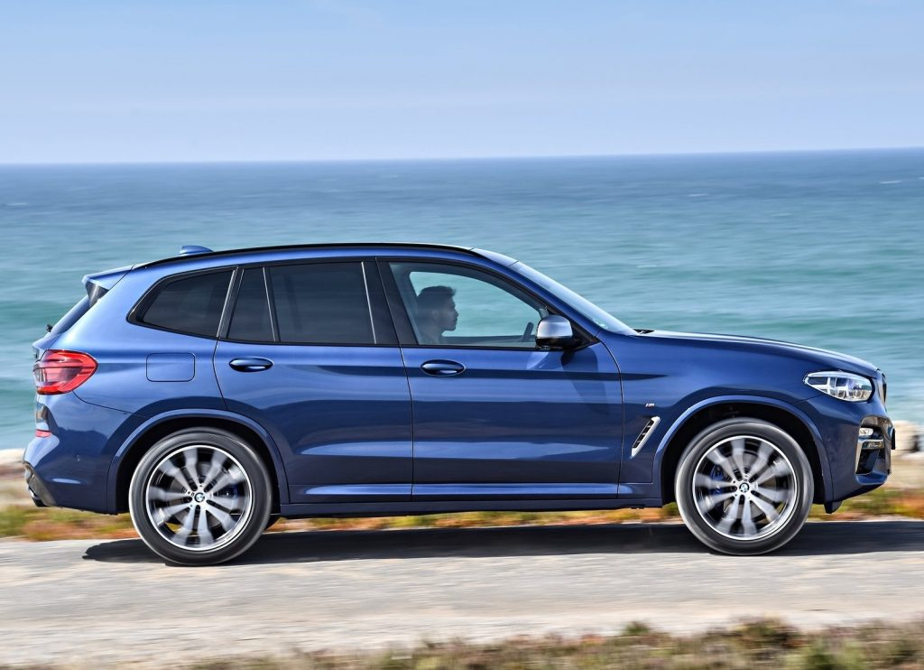 BMW X3, вид сбоку