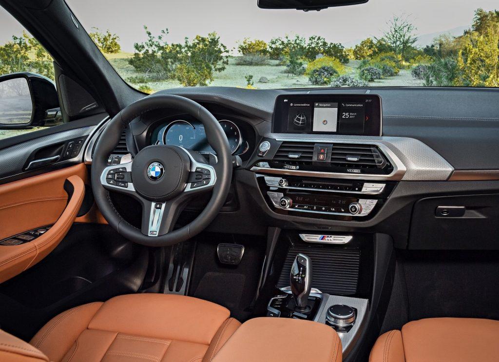 Новый BMW X3, передняя панель