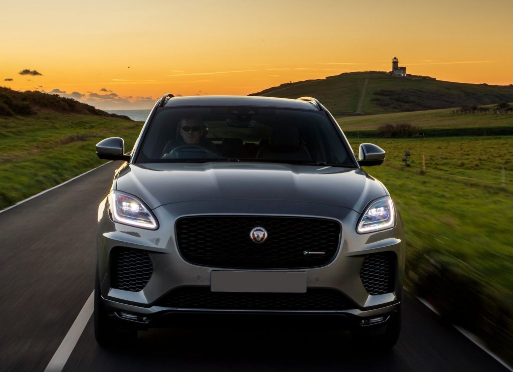 Jaguar E-Pace 2018, вид спереди