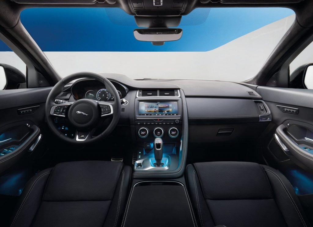 Jaguar E-Pace, передняя панель