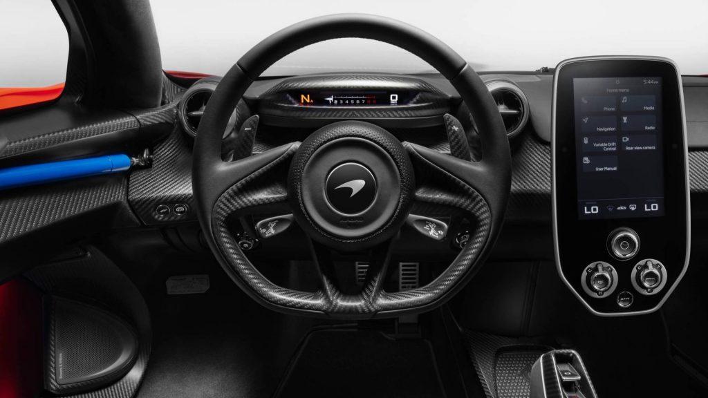 McLaren Senna, передняя панель