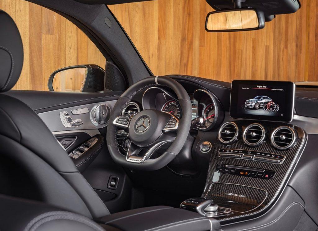 Новый Mercedes-AMG GLC63 Coupe, передняя панель