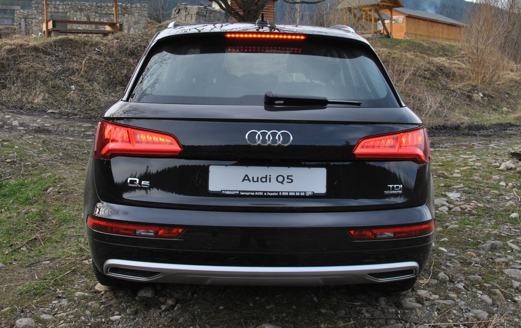 Audi Q5 2018, вид сзади