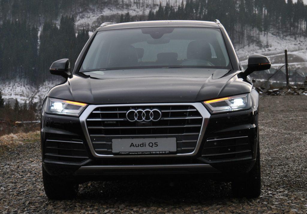 Audi Q5 2018, вид спереди