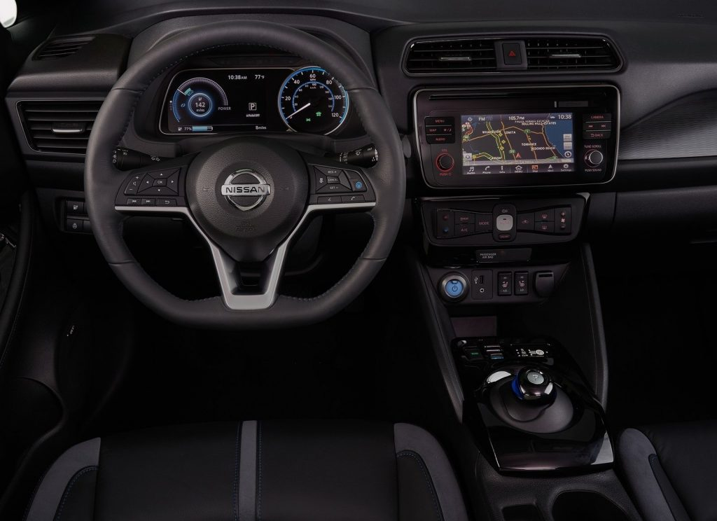Новый Nissan Leaf, передняя панель
