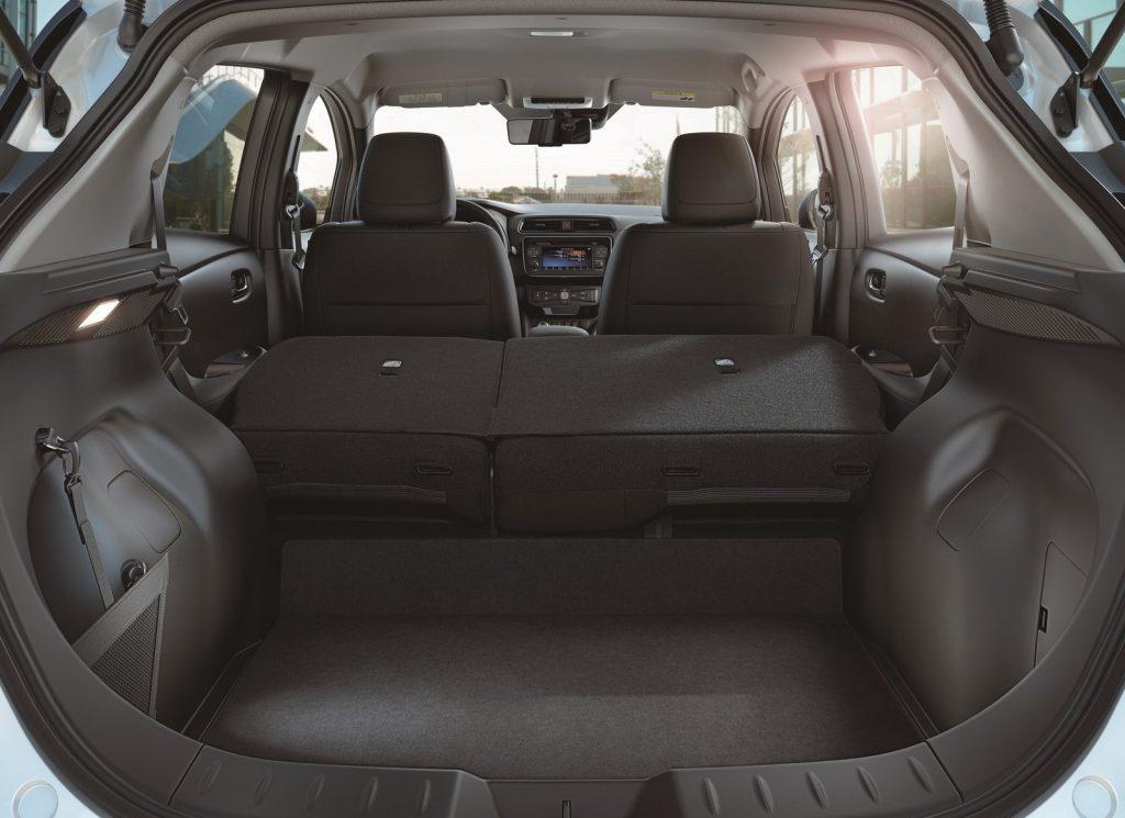 Nissan Leaf 2018, багажник