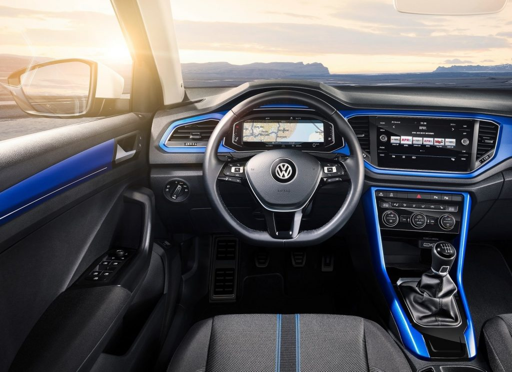 Новый Volkswagen T-Roc, передняя панель
