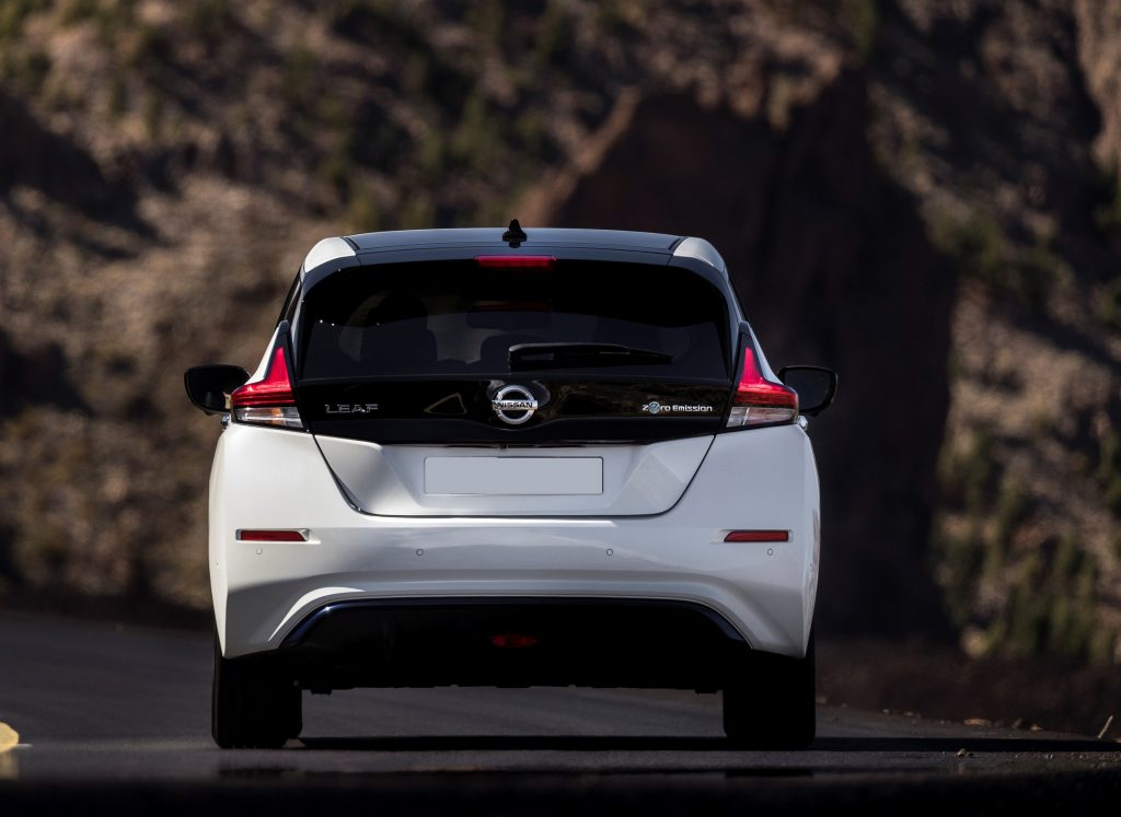 Nissan Leaf 2018, вид сзади
