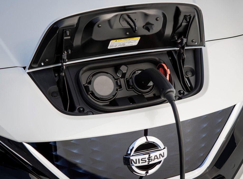 Новый Nissan Leaf, зарядка