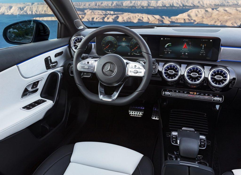 Новый Mercedes-Benz A-Class, передняя панель