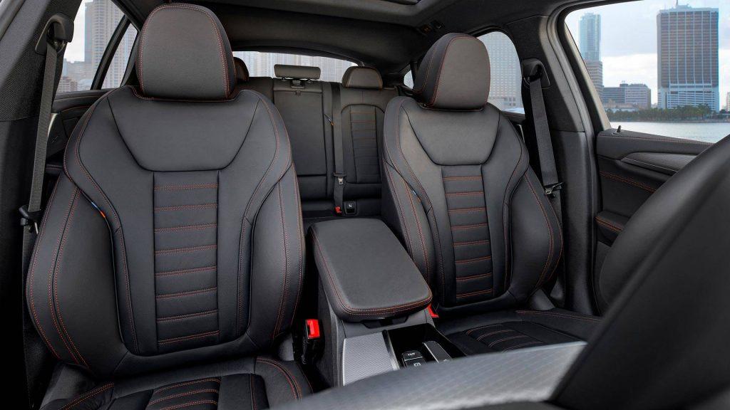 Новый BMW X4, передние сиденья