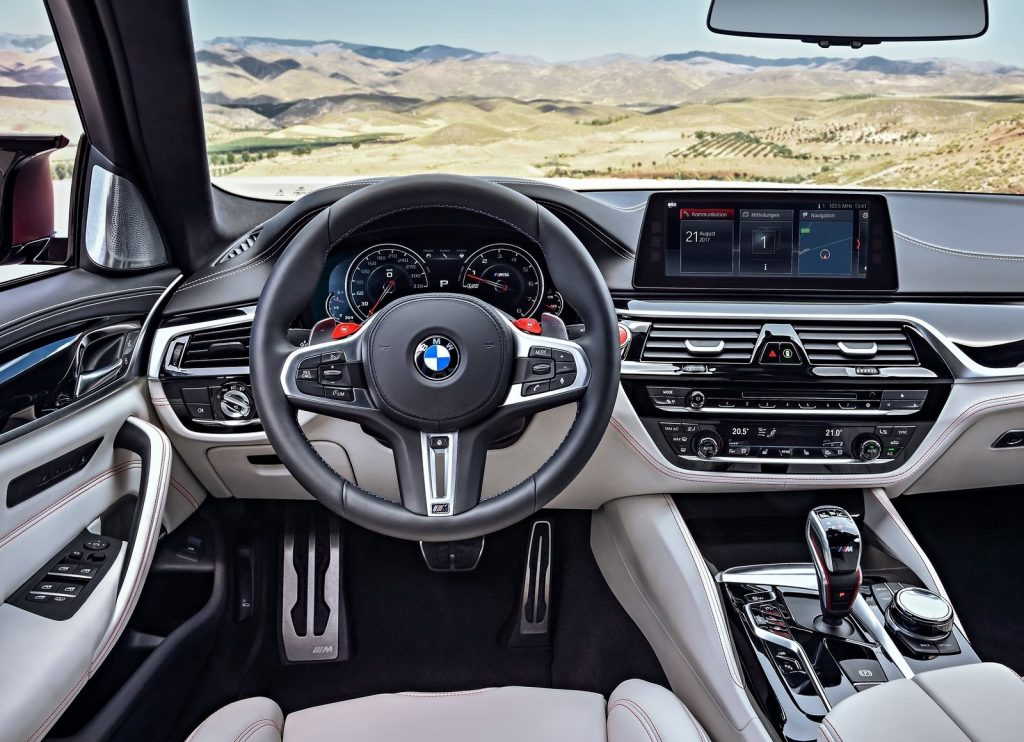 Новый BMW M5, передняя панель